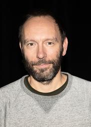 Alexander Mørk-Eidem har arbetat för både Dramaten och Kulturhuset Stadsteatern. Nu regisserar han teatrarnas gemensamma uppsättning av 'Häxjakten'.