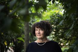 'Jag fortsätter att skriva om förträngning, tystnad och brott, det är jag inte färdig med', säger Monika Fagerholm.