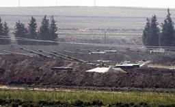 Turkiskt artilleri nära gränsen mot Syrien.