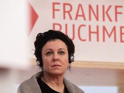Den polska författaren och Nobelpristagaren i litteratur, Olga Tokarczuk, under presskonferensen på Frankfurts bokmässa på tisdagen.