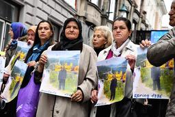 En manifestation mot 2019 års Nobelpristagare Peter Handke hölls utanför Sveriges ambassad i Sarajevo.