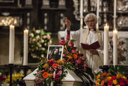 Ärekbiskop Antje Jackelén höll i begravningen. Pressbild.