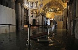 Vatten i Markuskyrkan på tisdagen.