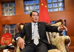 Kinas ambassadör Gui Congyou varnar svenska regeringsföreträdare.