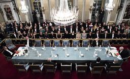 Krisen för Akademien startade när en av ledamöternas make anklagades, och senare dömdes, för sexuella övergrepp. Här inleder Akademien sin årliga högtidsstund den 20 december med att sju av de kvarvarande manliga ledamöterna sätter sig på sina stolar i Börshuset i Stockholm.