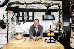 Ikea satsar på nya mötesplatser utöver de klassiska varuhusen, de 'blåa boxarna'. Bland annat i form av mer storstadsnära koncept. Ett exempel är köksplaneringsstudion på Regeringsgatan i Stockholm.
