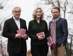 Finansmannen Sven Hagströmer, akademiledamoten Åsa Wikforss och den forne Abba-medlemmen Björn Ulvaeus tror att 'Alternativa fakta' kan göra gymnasieeleverna bättre rustade.
