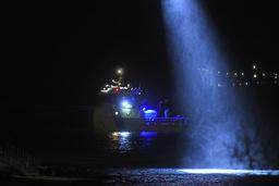 Tre barn och en 20-årig kvinna räddades ur havet i Tromsø. Kvinnan och en flicka i förskoleåldern avled senare av sina skador.