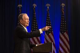 Michael Bloomberg håller en pressträff i samband med sitt första resestopp i kampanjandet, i delstaten Virginia den 25 november.