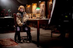 Matilda Gross under filminspelningen av 'Nelly Rapp – monsteragent'.