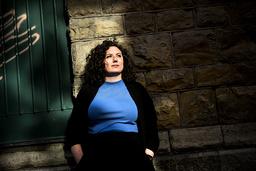 Sofia Rönnow Pessah är en av de författare som i vår skriver om sex och hur kvinnor fostras att förhålla sig till det. Pressbild.