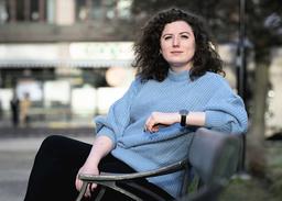 'Jag tror att min bok handlar om att vi verkligen kan vara lite snällare både mot oss själva och mot varandra än vad vi är', säger Sofia Rönnow Pessah som har debuterat med romanen 'Männen i mitt liv'.