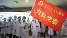 Anställda vid sjukhus och universitet i Wuhan i Kina samlas för att bilda en gemensam front mot coronavirusutbrottet.
