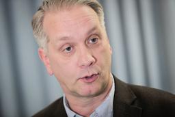 Spaningsledare Mikael Nyqvist under en pressträff om mordåtalet mot mannen. Omfattningen av förundersökningen har påverkat hela polisområdet, enligt Nyqvist.