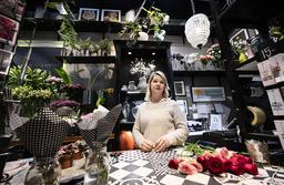 Jenny Strandh i sin blomsterbutik i köpcentret Emporia i Hyllie i Malmö.