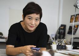 Den sydkoreanska Alma-pristagaren Baek Heena bygger själv alla miljöer och gör figurerna till sina bilderböcker. Pressbild.