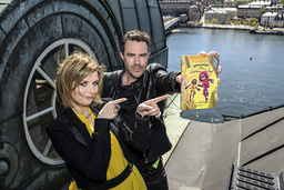 Författarparet Elias och Agnes Våhlund är aktuella med den femte delen i sin bästsäljande barnboksserie 'Handbok för superhjältar'.
