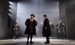 Under årens lopp har Hilary Mantel blivit allt mer inblandad i arbetet med de pjäs- och tv-versioner som har gjorts av böckerna i trilogin. Tillsammans med skådespelaren Ben Miles, som spelar Cromwell i teaterversionen, skriver hon nu på manuset till den tredje pjäsen i serien. Arkivbild.