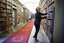 'Jag har förstått att jag inte är invald bara på grund av biografin om Nobel. Det har inte påverkat, sade de, att jag valde just det ämnet. Men jag har förstås inblickar i Nobels syn på litteraturen, och hans stora kärlek till den. Han läste mycket och drömde om att bli författare. Där har du förklaringen till att litteraturen blev ett av de fem prisområden som han ville belöna', säger Ingrid Carlberg som nu tar sitt inträde i Akademien.