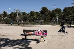 Nu bokar svenskarna sommarresor till bland annat Spanien, Turkiet och Grekland. På bilden en solig strand i Glyfáda söder om Aten i april.