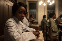 16-åriga Cora (Thuso Mbedo) är slav på en bomullsplantage i Georgia, men hon ger sig av genom den underjordiska järnvägen. Pressbild.
