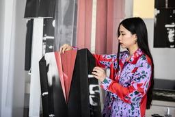 Skuggspelet som tryckts på pappersark och vikts till kostymer är en del av det projekt som Lap-See Lam arbetar med nu. I skuggspelet återfinns den tidigare övergivna restaurangen Drakbåten som Lap-See Lam har 3D-skannat, och hon hoppas också på att få 3D-skanna Kina slott på Drottningholm.