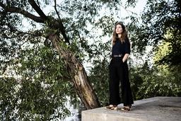 Johanna Hedman har studerat litteratur men hade svårt att se sig själv doktorera i ämnet och började en masterubildning i freds- och konfliktstudier. 'Jag är ganska rastlös av mig och behöver mycket kontraster och stimulans', säger hon.