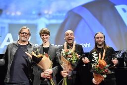 Producenten Piodor Gustafsson, skådespelaren Erik Enge, regissören Ronnie Sandahl, och författaren Martin Bengtsson jublar över att 'Tigrar' har valts ut till Sveriges Oscarsbidrag.